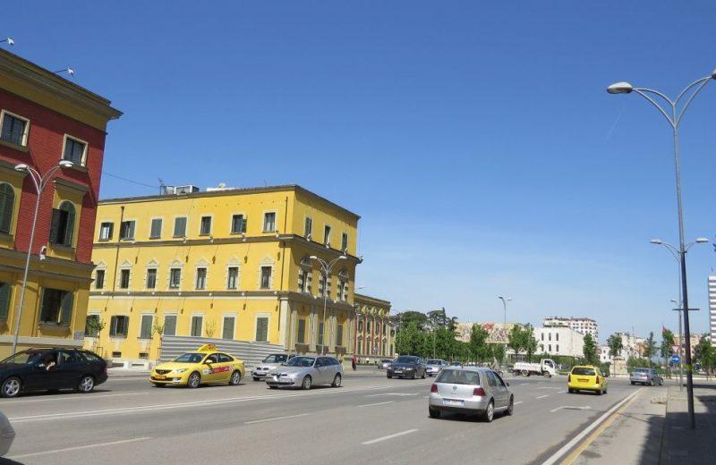 Die Spuren des Kommunismus in Tirana, Albanien