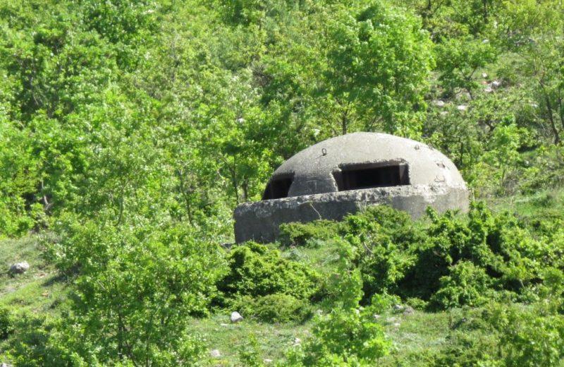 Ein von über 700 tausend Bunkers in Albanein